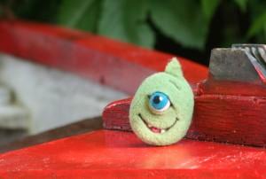 Hűtőmágnes zöld szörnyecske